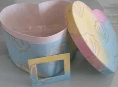 Urne coeur biodegradable en papier-carton