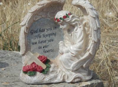Statue tombe ange et son oiseau