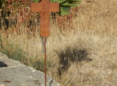 Croix avec vase